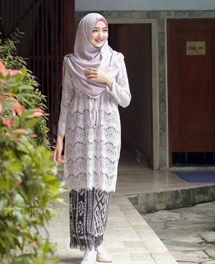 Model Baju Gamis Perpaduan Batik: 137+ Model Kebaya Modern Terbaru 2019 (Simpel Dan Elegan