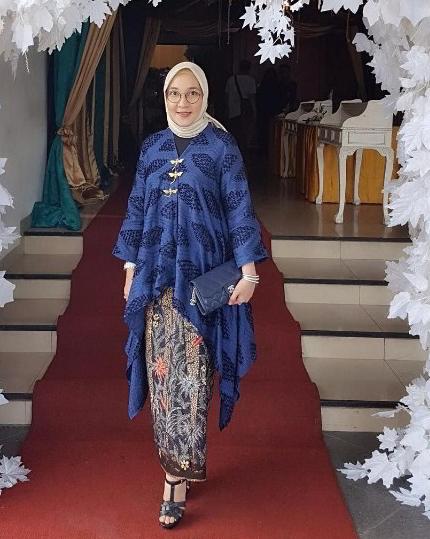 Gaun Kebaya Ibu Ibu