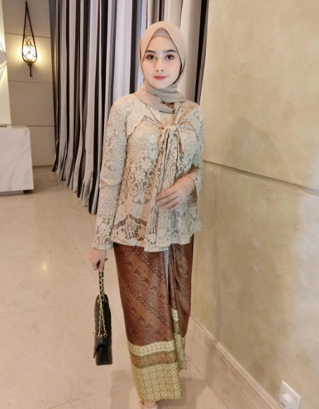 Model Gamis Full Brokat Gambar Islami